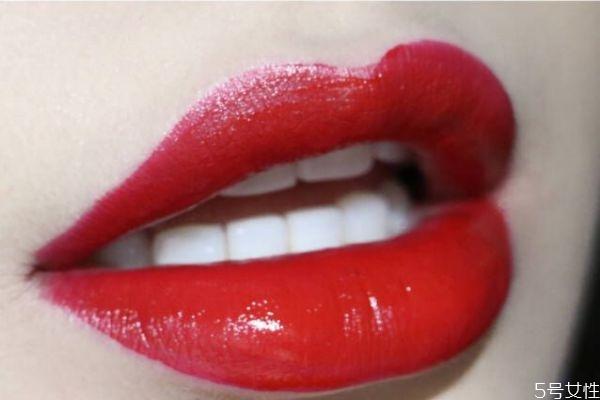 阿玛尼小胖丁400适合黄皮吗 阿玛尼400唇釉和口红区别