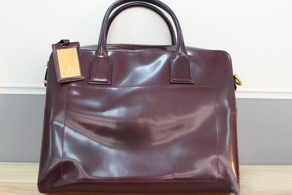 买包包要考虑哪些因素 怎么鉴别包包材质