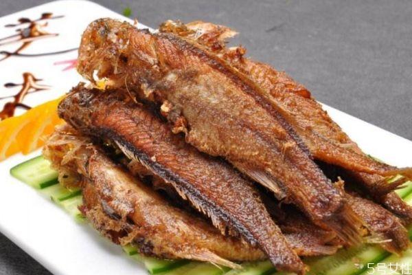 小黄鱼应该怎么挑选呢 吃小黄鱼应该怎么注意的呢