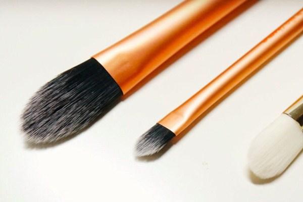 散粉刷哪种材质好 散粉刷清洗要注意什么