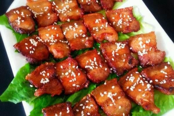煎五花肉怎么做好吃 一百克五花肉的热量是多少