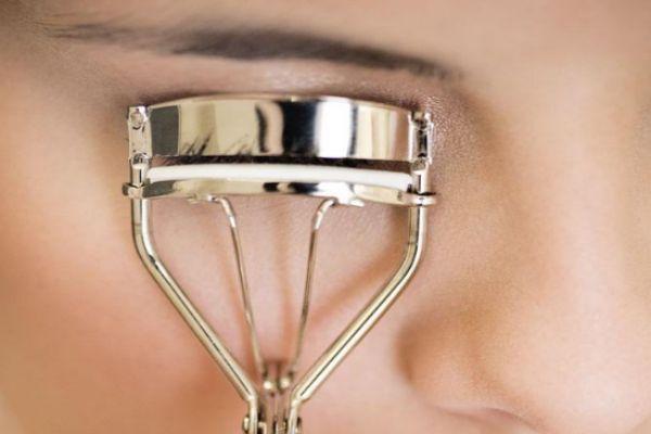 睫毛夹怎么用不夹眼皮 夹睫毛老是夹到眼皮怎么办