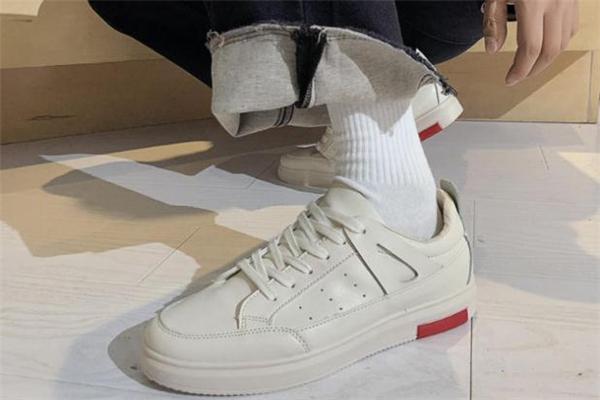 2020年流行什么款式的运动鞋 运动鞋流行款式推荐