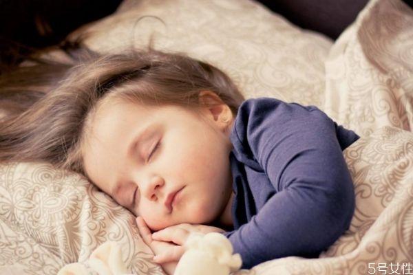 为什么小孩子睡觉会磨牙呢 小孩子睡觉磨牙原因是什么呢