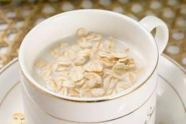 吃燕麦片最简单的方法是什么 燕麦片能生吃吗