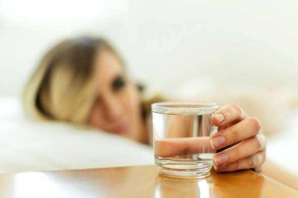 早上喝温水有什么好处 喝水能提高免疫力吗