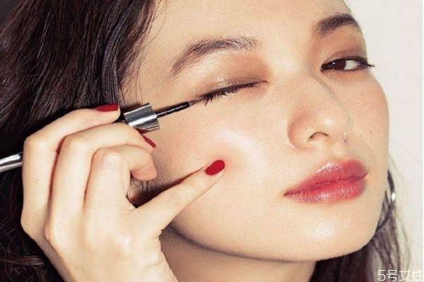 怎么画眼妆显得温柔 如何画一个温柔的妆