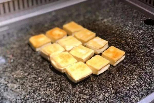 包浆豆腐可以用微波炉烤吗 微波炉烤包浆豆腐的做法