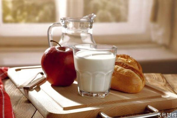 全脂牛奶是什么呢 喝全脂牛奶会胖吗