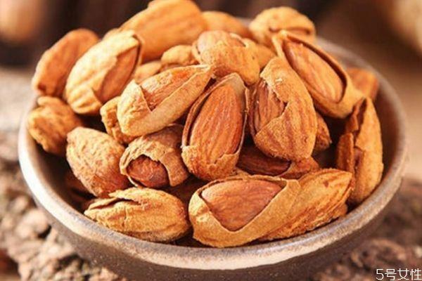 吃巴旦木有什么注意的呢 什么人不能吃巴旦木呢