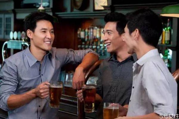 什么样的人酒量大呢 酒量大的人有什么特征呢