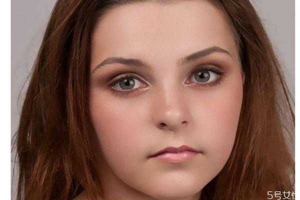 脸部如何分辨是不是水肿呢 脸部水肿有什么原因呢