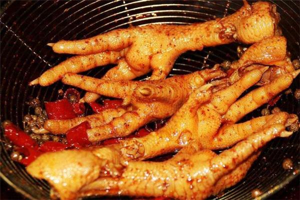卤鸡爪不能和什么一起吃 卤鸡爪什么人不能吃
