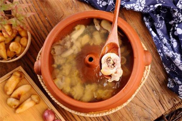 汽锅鸡正宗做法 做汽锅鸡用什么鸡