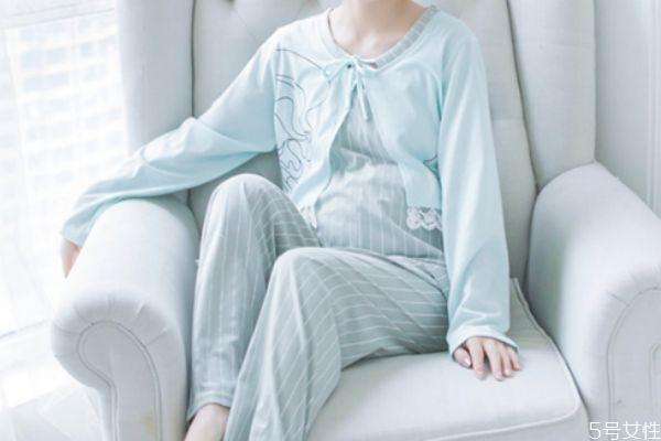 冬天坐月子穿什么睡衣 冬天坐月子睡衣推荐