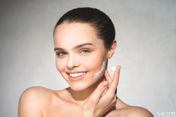 冬天抹脸的正确顺序全部 冬天护肤的使用顺序