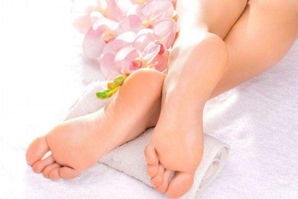 为什么女生脚会非常大呢 造成女生脚大的原因有什么呢