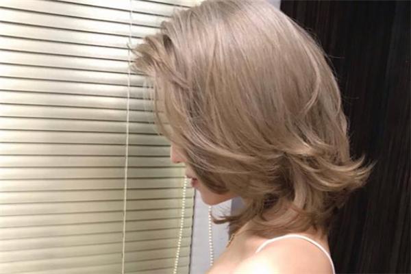 过年染什么颜色头发好看 过年染头发提前多久比较好