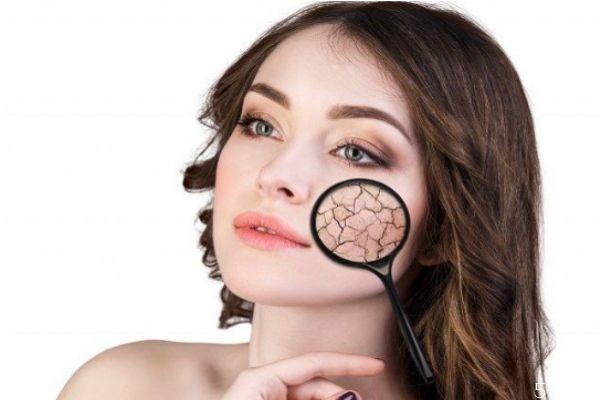 涂化妆品脸上刺痛怎么回事 涂护肤品脸上刺痛原因
