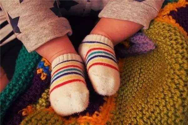 宝宝睡觉可以穿袜子吗 怎么给宝宝挑选袜子