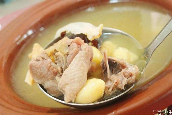老鸭汤应该怎么做呢 喝老鸭汤有什么好处呢