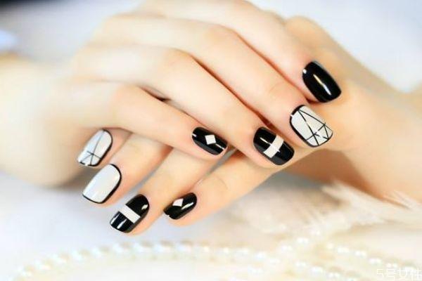修指甲有几种方式呢 美甲应该怎么做呢