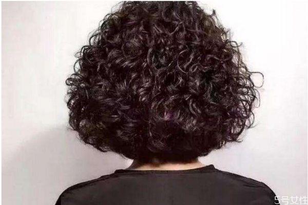 烫发的卷有几种呢 怎么选择烫发的卷呢