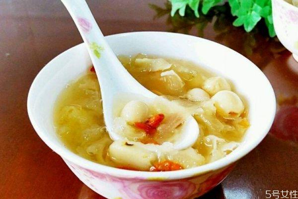 百合银耳汤有什么营养价值呢 百合银耳汤怎么做好吃呢