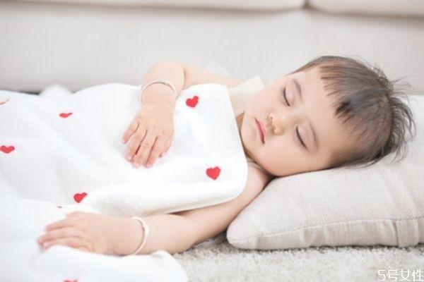 冬天宝宝睡觉穿什么 冬天宝宝睡觉穿衣指南