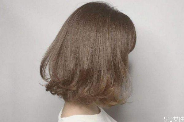 卷发怎么打理头发呢 怎么样卷发才维持的久呢