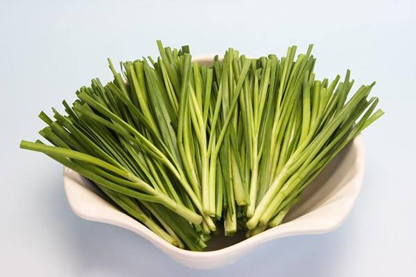 吃韭菜有助于排便吗 吃韭菜胃胀气怎么办