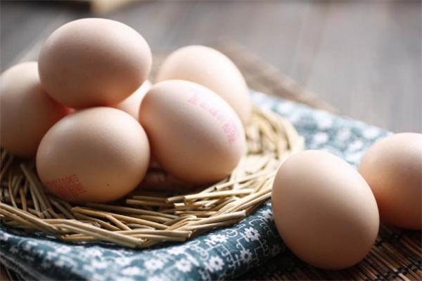 土鸡蛋和洋鸡蛋的区别 土鸡蛋和洋鸡蛋营养价值一样吗