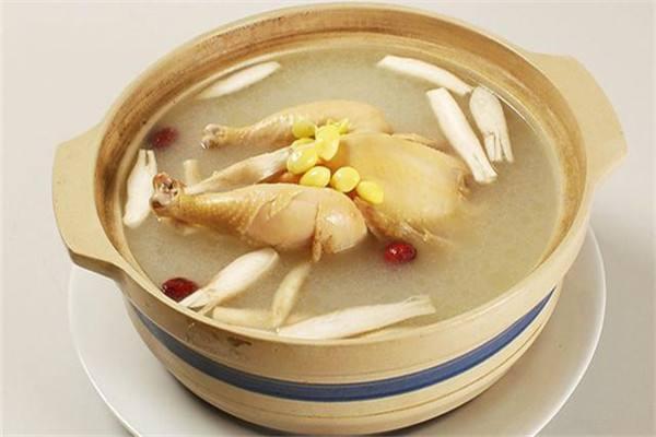 鸡汤里放什么食材好 煲鸡汤需要焯水吗
