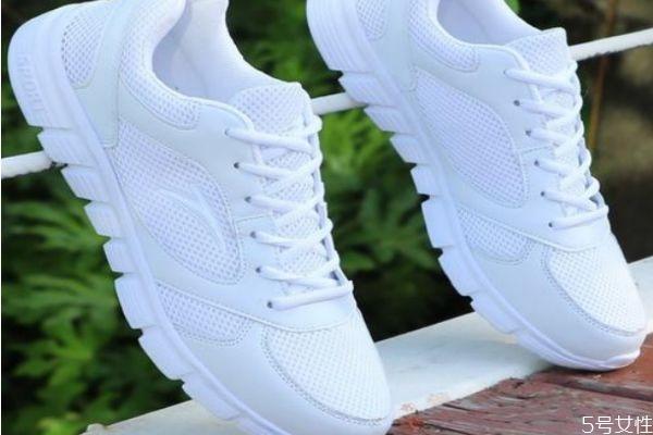 白色的网面鞋黄了怎么办 清洗白色网面鞋的小妙招