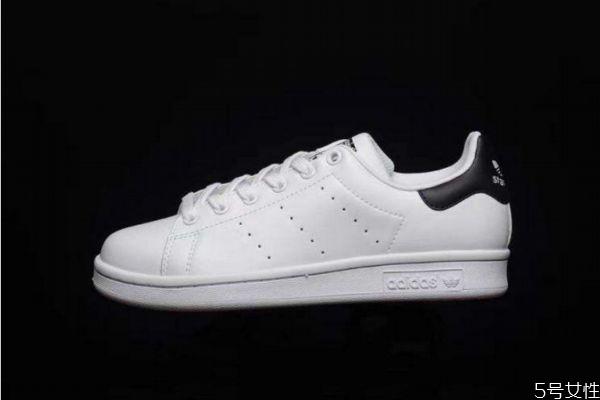 小白鞋发黄若何洗白 小白鞋如何洗洁净