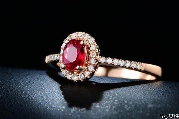 红宝石和蓝宝石有什么不同 红宝石和蓝宝石的区别