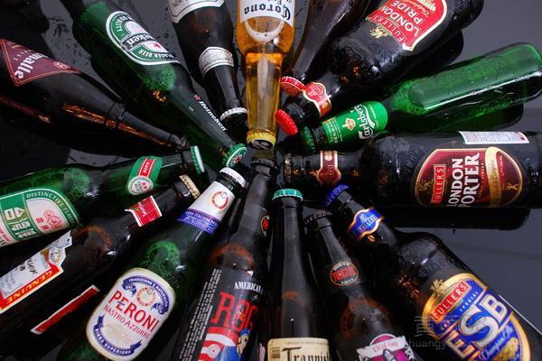 啤酒的保质期一般多久 喝啤酒肚子胀怎么缓解
