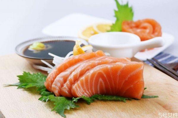 三文鱼应该怎么挑选 三文鱼有刺吗