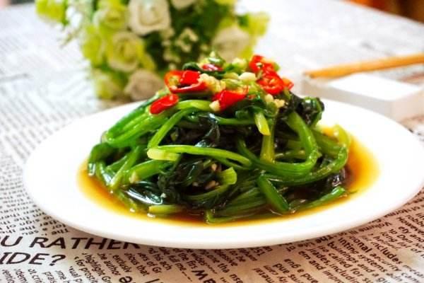 龙虾能和菠菜一起吃吗 虾和什么一起吃好