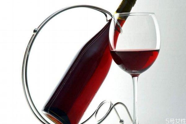 喝红酒的好处有什么 红酒应该怎么鉴别好坏呢