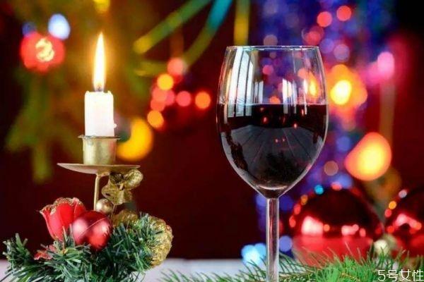 红酒的酒精度数高吗 喝红酒要注意什么呢