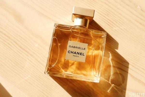 正品香水又有哪些特点呢 如何区分香水的真假呢