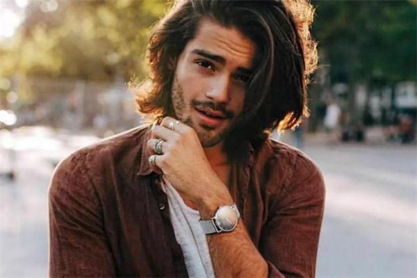男生手表表带什么材质好 男人戴什么材质表带的手表帅气