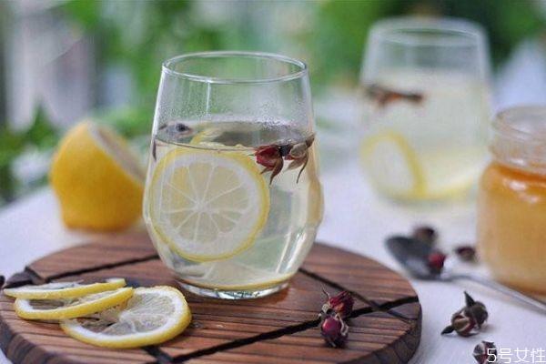 柠檬蜂蜜水的功效 柠檬蜂蜜水怎么做