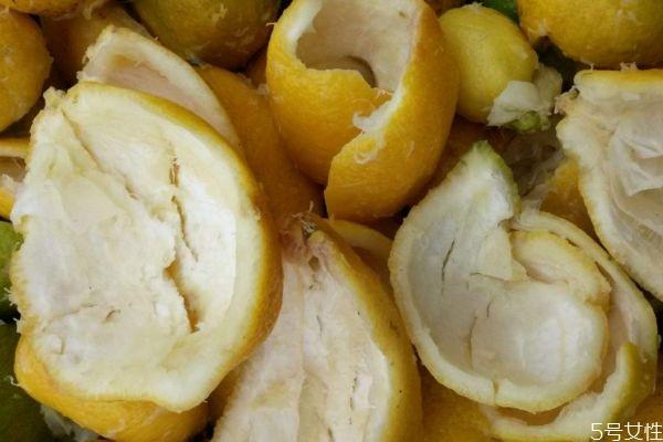 柠檬皮有什么作用 柠檬皮可以吃吗