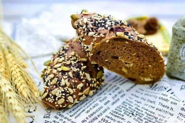 全麦粉的热量高吗 全麦粉和小麦粉的区别是什么