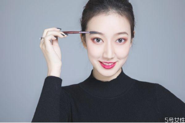 日常妆容需要用到哪些基本化妆品 哪些化妆品是必须买的
