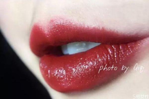 口红为什么会卡唇纹 怎么涂口红不卡唇纹