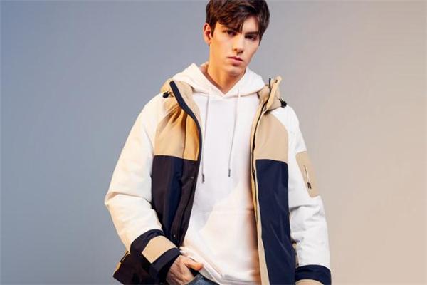 男生冬天穿什么外套暖和 冬天男生穿什么外套不臃肿
