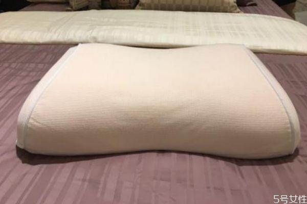 乳胶枕头有什么作用 乳胶枕头有味道正常吗